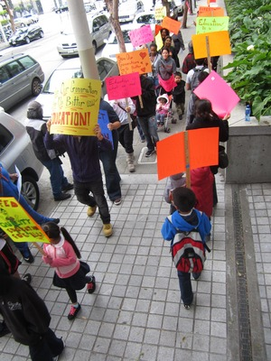 picket with kids